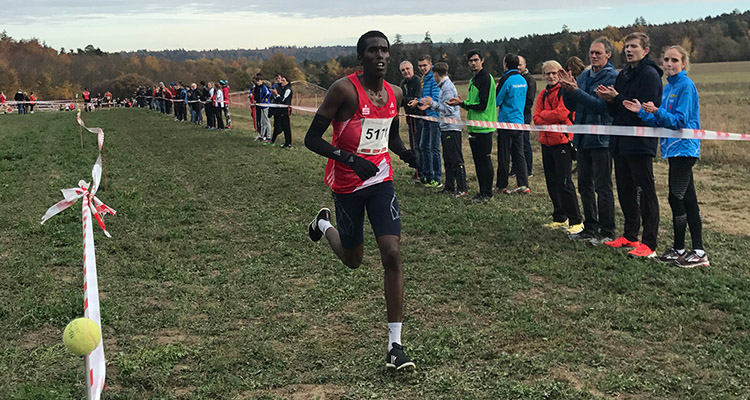 Mohamed Mohumed beim Cross in Pforzheim eine...